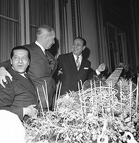 Serge Lifar (1905-1986), French dancer and choreographer, Maurice Chevalier (1888-1972) and Tino Rossi (1907-1983), French singers and actors. Paris, November 1963. © Claude Poirier / Roger-Viollet
