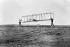 Vol plané de Orville (1871-1948) et Wilbur Wright (1867-1912), aviateurs américains. Kitty Hawk (Etats-Unis), 1902. © Ullstein Bild/Roger-Viollet