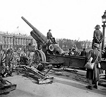 World War I. Krupp cannona and material seized from the enemy at Place de la Concorde. Paris, November 1st, 1918. © Roger-Viollet