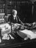 Andrew Carnegie (1835-1919), industriel et philanthrope américain, dans son bureau. New York (Etats-Unis), 5 avril 1913. © Marceau/Underwood Archives / The Image Works / Roger-Viollet