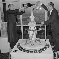 Birthday cake for the 70th anniversary of the Eiffel Tower. Paris, restaurant of the Eiffel Tower, 1959. © Roger-Viollet