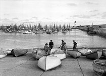La Cotinière (island of Oléron, Charente-Maritime). The port. Years$$$1950. © CAP / Roger-Viollet