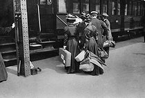 Departure for a leisure trip. Paris, 1908. © Maurice-Louis Branger/Roger-Viollet