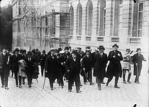 Georges Clemenceau and Thomas Woodrow Wilson arriving in Versailles, the day before the signing of the Peace Treaty, on June 28, 1919.   © Albert Harlingue/Roger-Viollet