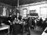 Employés d'une usine Kodak dirigée par George Davison (1854-1930), photographe anglais et appartenant à George Eastman (1854-1932), industriel américain. Harrow (Angleterre), 1897. © TopFoto / Roger-Viollet