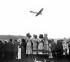 """Spectateurs d'un meeting aérien regardant un monoplan """"Antoinette"""". Trouville (Cavados), 1910.    © Roger-Viollet"""