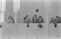 Moroccan women standing on a balcony. Campaign for the emancipation of women, managed by Princess Lalla Aicha of Morocco (1930-2011). Rabat-Salé (Morocco), 1957. Photograph by Jean Marquis (1926-2019). © Jean Marquis / Roger-Viollet