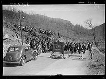 "Spanish Civil War (1936-1939). ""La Retirada"". The last Spanish refugees arriving in France by the Arès pass. Francoists should go on the right as says the sign. The others should continue their road to Prats-de-Mollo-la-Preste and the Saint-Cyprien camp, on February 14, 1939. Photograph from the Excelsior newspaper. © Excelsior - L'Equipe / Roger-Viollet"