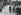 Guerre 1914-1918. Soldats britanniques se recueillant sur la tombe de Manfred von Richthofen (1892-1918), as de l'aviation allemande, enterré avec les honneurs militaires. Amiens (Somme), 22 mai 1918. © Underwood Archives/The Image Works/Roger-Viollet