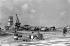 Cuba. Bombardement de l'aéroport de Santiago de Cuba par des mercenaires la veille de l'expédition de la baie des Cochons (Playa Girón), tentative de débarquement encouragée par la CIA, 15 avril 1961.     GLA-008-11 © Gilberto Ante/Roger-Viollet