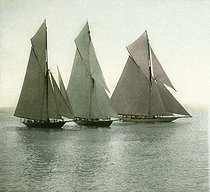 Race of sailing boats. Nice (France), circa 1890-1895. Detail of a colorized stereoscopic view. © Léon et Lévy / Roger-Viollet