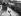 Révolution cubaine. Chars de l'armée de Fidel Castro défilant dans la rue en direction de La Havane (Cuba), 9 janvier 1959. © TopFoto/Roger-Viollet