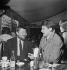 Francis Blanche (1921-1974), acteur et humoriste français et Jean-Pierre Mocky (1929-2019), acteur et réalisateur français. Paris, 1962. © Roger Berson / Roger-Viollet