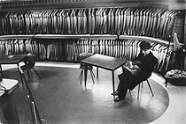 Tailor's shop in the district of Mayfair. London (England), 1959. © Jean Mounicq/Roger-Viollet