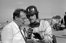 Graham Hill, British racing driver. Montlhery circuit (Essonne), 1962. © Roger-Viollet