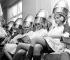 Participantes à l'élection de Miss Monde dans un salon de beauté L'Oréal. Londres (Angleterre), 15 novembre 1967. © TopFoto/Roger-Viollet