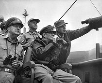 Korean War (1950-1953). US Brigadier Courtney Whitney, General Douglas MacArthur, commander-in-chief of the forces of the UNO and Major General Edward Mallory Almond, aboard the USS Mount McKinley, observing the bombing of Inchon, before the landing of the US troops, on September 15, 1950. © US National Archives / Roger-Viollet
