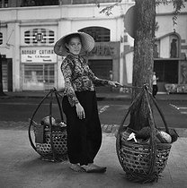 Saigon (Vietnam). Sale of soursops. January 1964. © Roger-Viollet