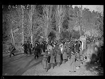 """Spanish Civil war (1939-1936). """"La Retirada"""". Albert Sarraut (1872-1962), French Minister of the Interior, and Marc Rucart (1893-1964), French Minister of Health, visiting Spanish refugees. Le Perthus (France), on January 31, 1939. Photograph from the Excelsior newspaper. © Excelsior - L'Equipe / Roger-Viollet"""