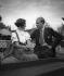 """Couple à bord d'un bateau à vapeur, vers 1935. Photographie de Hedda Walther (1894-1979), publiée dans le journal """"Blatt Wien"""". © Hedda Walther/Ullstein Bild/Roger-Viollet"""