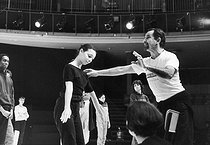 "Maurice Béjart (1927-2007), French dancer and choreographer, during a rehearsal for ""Messe pour le temps futur"", with the Ballets of the XXth century. Brussels (Belgium), December 1983. © Colette Masson/Roger-Viollet"