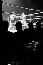 Boxing game at the National Sporting Club. London (England), 1958. © Jean Mounicq/Roger-Viollet