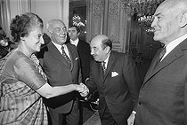 Indira Gandhi (1917-1984), Indian politician, greeted by Achille Peretti (1911-1983), president of the National Assembly. Paris, on November 9, 1971$$$ © Roger-Viollet