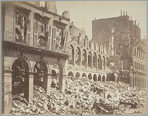 Disasters of war: ruins of the Ministry of Finance. Photograph by J. Andrieu. Paris, musée Carnavalet.     © Musée Carnavalet/Roger-Viollet
