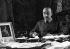 """Francisco Franco (1892-1975), homme d'Etat espagnol, dans son bureau. Photographie de Hanns Hubmann (1910-1996) parue dans le """"Berliner Illustrirte Zeitung"""", 1937. © Hanns Hubmann / Ullstein Bild / Roger-Viollet"""