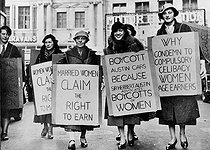 Married women marching for the right to work because Sir Herbert Austin (founder of Austin Motor Company) refused to employ them. Their placards suggest boycotting Austin cars. London (England). © Albert Harlingue/Roger-Viollet