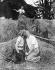Couple s'embrassant dans le foin, vers 1930. © Imagno/Roger-Viollet
