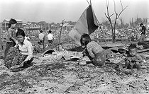 Cambodian War. Cambodians back to their house in ruins in the South-Eastern district of Phnom Penh, trying to get back their belongings the day after the Khmer bombings, on February 11, 1974. © Françoise Demulder / Roger-Viollet