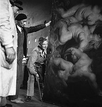 Return of the masterpieces at the Louvre museum, after the war. Transport of a Rubens. Paris, 1945. © Pierre Jahan/Roger-Viollet