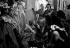 """Reportage sur les Folies Bergère. Danseuses et habilleuses lors de la représentation de """"Une vraie folie"""". Photographie de Jacques Rouchon (1924-1981). Paris, 1952. © Jacques Rouchon / Roger-Viollet"""