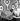 Judy Martin, jeune femme secrétaire, montrant une machine à écrire décorée par Bob Lee. Photographie extraite d'un livre imprimé par Illinois Bronze Powder & Paint Co, et regroupant divers modèles de transformations d'objets anciens ou démodés. © TopFoto / Roger-Viollet