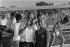 """Guy Lux (1919-2003), animateur français de radio et de télévision animant son émission """"Impossible n'est pas français"""". France, vers 1980. © Jacques Cuinières / Roger-Viollet"""