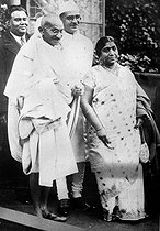 Gandhi (1869-1948), Indian politician and philosopher and Sarojini Naidu (1879-1949), Indian politician. © Albert Harlingue/Roger-Viollet