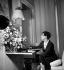 Elsa Schiaparelli (1890-1973), couturière française d'origine italienne, chez elle. Paris, 1936.        © Boris Lipnitzki/Roger-Viollet