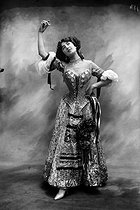 Nina d'Asty, dancer from the Casino de Paris. Paris (IXth arrondissement), circa 1910. © Maurice-Louis Branger / Roger-Viollet