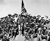 """""""Teddy's colts,"""" at the top of the hill which they captured in the battle of San Juan. Colonel Theodore Roosevelt and his Rough Riders, 1898. William Dinwiddie. (USIA). © US National Archives / Roger-Viollet"""
