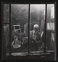 Ossip Zadkine at the entrance of the park in the rue d'Assas. View from the room next to his studio. Photograph by Roger Schall, around 1950. Paris, musée Zadkine. © Roger Schall/Musée Zadkine/Roger-Viollet
