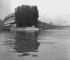 Les usines Renault de l'île Seguin, à Boulogne-Billancourt (Hauts-de-Seine), vers 1946-1948. © Pierre Jahan/Roger-Viollet