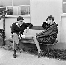 "Shooting of ""Ce soir ou jamais"", film by Michel Deville (1961). Claude Rich and Anna Karina. France, on September 12, 1960. © Alain Adler / Roger-Viollet"