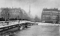Flood of the Seine in Paris, in January, 1910. The bridge of Alma. © Neurdein/Roger-Viollet