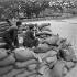 Guerre 1939-1945. Libération de Paris. Combat sur les quais au débouché de la rue Séguier. Août 1944. © Gaston Paris / Roger-Viollet