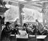 """Paris. Au cabaret le """"Chat noir"""". Henri de Toulouse-Lautrec (1864-1901), peintre français , deuxième à gauche.   © Roger-Viollet"""
