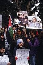 Anti-American rally during the Gulf War. Portraits of Saddam Hussein. Amman (Jordan), August 1990. © Françoise Demulder / Roger-Viollet