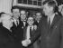 Amintore Fanfani (1908-1999), homme politique italien, saluant John F. Kennedy (1917-1963), homme d'Etat américain. Washington D.C. (Etats-Unis), 20 janvier 1963. © TopFoto / Roger-Viollet