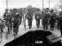 Guerre 1939-1945. Troupes de hussards à pied, à vélo ou en transport se rendant vers l'intérieur des terres en Normandie après une première bataille couronnée de succès contre les forces allemandes. France, 6 juin 1944. © TopFoto / Roger-Viollet