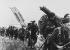 """Guerre 1939-1945. Débarquement de Normandie. Commandos de la Royal Marine anglaise débarquant sur la plage """"Sword"""" de Normandie. France, 6 juin 1944. © PA Archive / Roger-Viollet"""